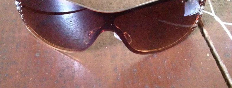 Zonnebril met strassteentjes bruin