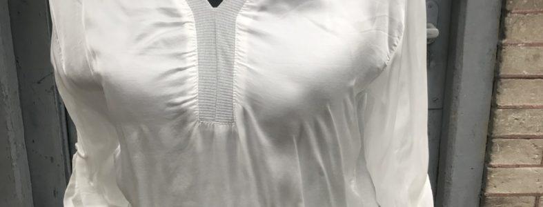 011  zomerblousje wit  satijn voor 1 maat