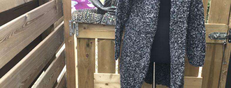 Vest gebreid lang gemeleerd zwart