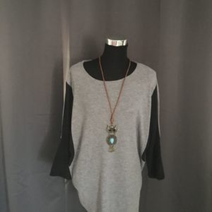 Stoere trui grijs en zwart met leuke uil ketting