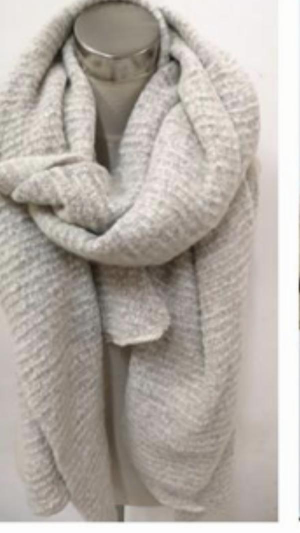 2119001 mooie lange beige shawl
